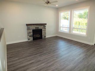 Photo 2: 486 FORT Street in Hope: Hope Center House for sale : MLS®# R2431950
