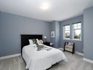 Photo 13: 561 Caselton Pl in : SW Royal Oak Single Family Detached for sale (Saanich West)  : MLS®# 845717