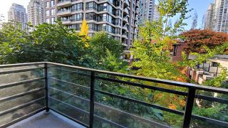 "Photo 1: 508 909 MAINLAND Street in Vancouver: Yaletown Condo for sale in ""YALETOWN PARK 2"" (Vancouver West)  : MLS®# R2515100"