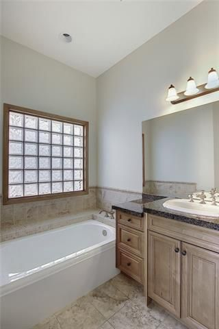 Photo 27: 43 ROCKYLEDGE Rise NW in Calgary: Rocky Ridge Detached for sale : MLS®# C4302946