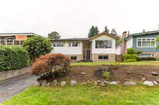 Photo 2: 1212 HEYWOOD Street in North Vancouver: Calverhall House for sale : MLS®# R2404295