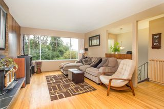 Photo 5: 1212 HEYWOOD Street in North Vancouver: Calverhall House for sale : MLS®# R2404295