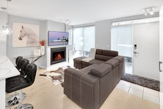 "Photo 3: 975 RICHARDS Street in Vancouver: Downtown VW Townhouse for sale in ""MONDRIAN"" (Vancouver West)  : MLS®# R2430221"