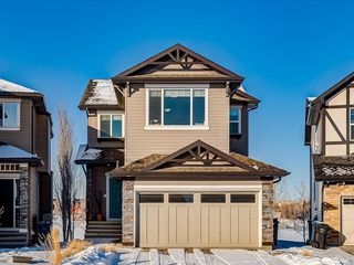 Main Photo: 121 VALLEYVIEW Court SE in Calgary: Dover Detached for sale : MLS®# C4287346