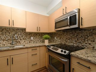 Photo 7: 107 935 Cloverdale Ave in : SE Quadra Condo for sale (Saanich East)  : MLS®# 853912
