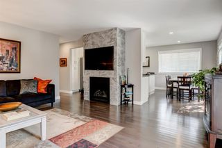 Photo 3: 82 Hallbrook Drive SW in Calgary: Haysboro Detached for sale : MLS®# A1042399