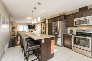 Photo 3: 27 1150 Windemere Way in Edmonton: Zone 56 Townhouse for sale : MLS®# E4191738