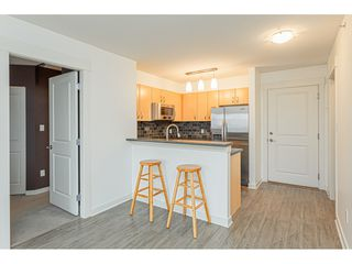 """Photo 8: 403 20750 DUNCAN Way in Langley: Langley City Condo for sale in """"Fairfield Lane"""" : MLS®# R2428188"""