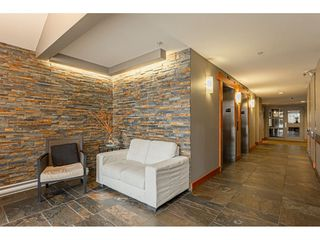 """Photo 2: 403 20750 DUNCAN Way in Langley: Langley City Condo for sale in """"Fairfield Lane"""" : MLS®# R2428188"""