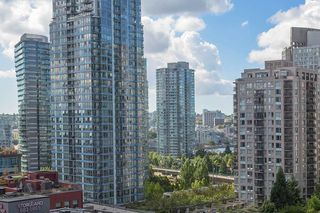 "Photo 2: 907 821 CAMBIE Street in Vancouver: Downtown VW Condo for sale in ""Raffles on Robson"" (Vancouver West)  : MLS®# R2491282"