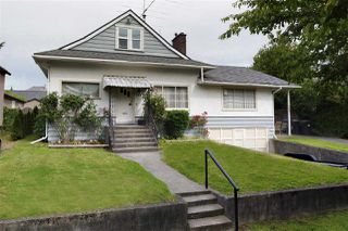 "Main Photo: 209 FIFTH Avenue in New Westminster: Queens Park House for sale in ""Queen's Park"" : MLS®# R2496935"
