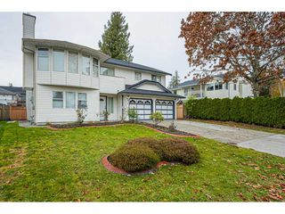 "Photo 3: 6017 189 Street in Surrey: Cloverdale BC House for sale in ""CLOVERHILL"" (Cloverdale)  : MLS®# R2516494"