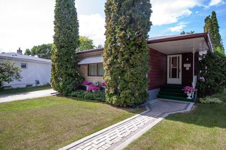 Photo 2: 8 Iris Street in Winnipeg: Garden City Residential for sale (4G)  : MLS®# 1923351