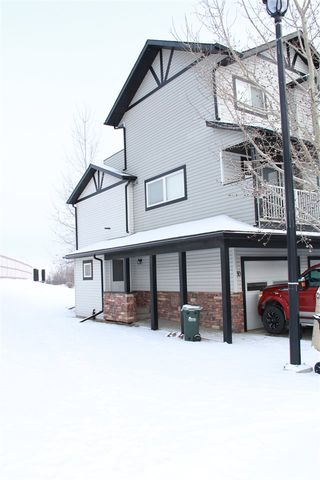 Photo 2: 30 11 Clover Bar Lane NW: Sherwood Park Townhouse for sale : MLS®# E4186990