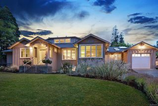 Main Photo: 1908 Beaufort Ave in : CV Comox (Town of) House for sale (Comox Valley)  : MLS®# 856594