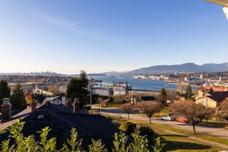 Photo 3: 3636 TRINITY Street in Vancouver: Hastings Sunrise House for sale (Vancouver East)  : MLS®# R2461400