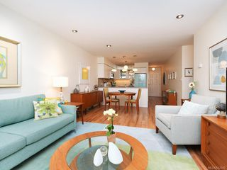 Photo 4: 305 7070 West Saanich Rd in Central Saanich: CS Brentwood Bay Condo for sale : MLS®# 842049