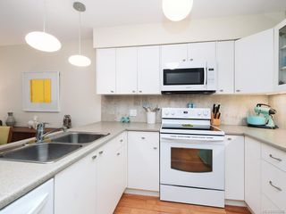 Photo 8: 305 7070 West Saanich Rd in Central Saanich: CS Brentwood Bay Condo for sale : MLS®# 842049
