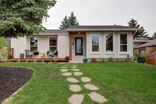 Photo 1: 6012 84 Street NW in Calgary: Silver Springs Detached for sale : MLS®# A1025546