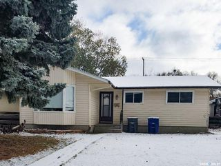 Main Photo: 36 Mackie Crescent in Saskatoon: Massey Place Residential for sale : MLS®# SK830859