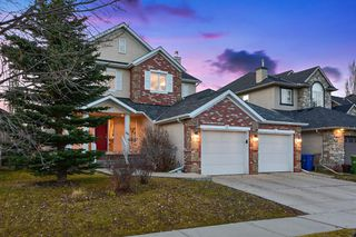 Photo 2: 15 Discovery Ridge Lane SW in Calgary: Discovery Ridge Detached for sale : MLS®# A1043326