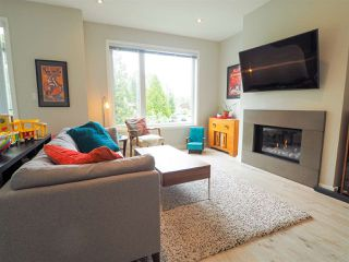 """Photo 1: 9 41488 BRENNAN Road in Squamish: Brackendale House 1/2 Duplex for sale in """"RIVENDALE"""" : MLS®# R2457979"""