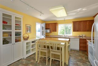 """Photo 10: 811 AURORA Way in Gibsons: Gibsons & Area House for sale in """"Upper Gibsons"""" (Sunshine Coast)  : MLS®# R2497143"""