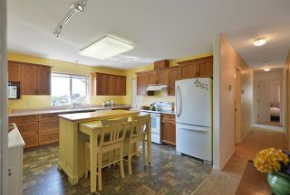 """Photo 9: 811 AURORA Way in Gibsons: Gibsons & Area House for sale in """"Upper Gibsons"""" (Sunshine Coast)  : MLS®# R2497143"""