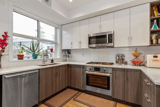 """Photo 11: 40 7039 MACPHERSON Avenue in Burnaby: Metrotown Townhouse for sale in """"VILLO METROTOWN"""" (Burnaby South)  : MLS®# R2522541"""