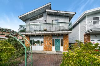 "Photo 1: 131 WARWICK Avenue in Burnaby: Capitol Hill BN House for sale in ""Capitol Hill"" (Burnaby North)  : MLS®# R2492954"