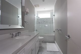 "Photo 13: 750 W 52ND Avenue in Vancouver: South Cambie House for sale in ""Oakridge"" (Vancouver West)  : MLS®# R2439787"