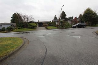 "Photo 17: 750 W 52ND Avenue in Vancouver: South Cambie House for sale in ""Oakridge"" (Vancouver West)  : MLS®# R2439787"
