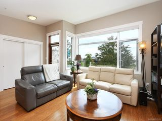 Photo 3: 202 9820 Seaport Pl in : Si Sidney North-East Row/Townhouse for sale (Sidney)  : MLS®# 857213