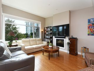 Photo 2: 202 9820 Seaport Pl in : Si Sidney North-East Row/Townhouse for sale (Sidney)  : MLS®# 857213