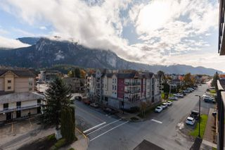 "Photo 13: 504 38013 THIRD Avenue in Squamish: Downtown SQ Condo for sale in ""THE LAUREN"" : MLS®# R2415912"
