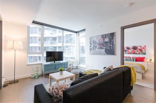 "Photo 5: 829 68 SMITHE Street in Vancouver: Yaletown Condo for sale in ""ONE PACIFIC"" (Vancouver West)  : MLS®# R2428155"