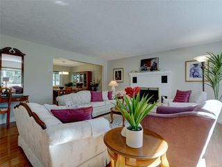 Photo 4: 3240 Cora Hill Pl in : Co Wishart South House for sale (Colwood)  : MLS®# 857079