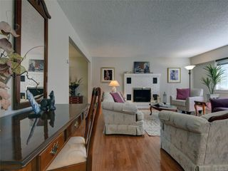 Photo 2: 3240 Cora Hill Pl in : Co Wishart South House for sale (Colwood)  : MLS®# 857079