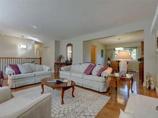 Photo 6: 3240 Cora Hill Pl in : Co Wishart South House for sale (Colwood)  : MLS®# 857079