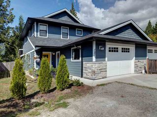 Photo 1: 787 GERUSSI Lane in Gibsons: Gibsons & Area House 1/2 Duplex for sale (Sunshine Coast)  : MLS®# R2398368