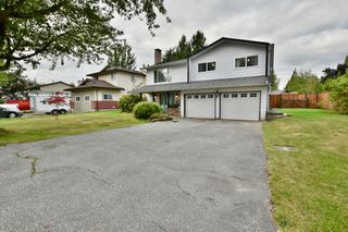 Photo 2: 5905 183A Street in Surrey: Cloverdale BC House for sale (Cloverdale)  : MLS®# R2404391