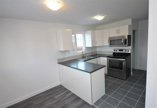 Photo 2: 8107 169 Street in Edmonton: Zone 22 House for sale : MLS®# E4223106