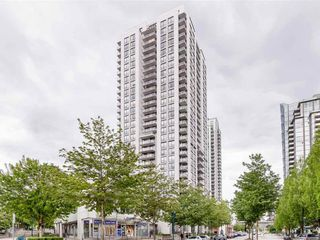 Photo 1: 703-2979 Glen Drive in Coquitlam: North Coquitlam Condo for sale : MLS®# R2455650