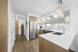 "Photo 8: 311 221 E 3RD Street in North Vancouver: Lower Lonsdale Condo for sale in ""Orizon on Third"" : MLS®# R2470227"