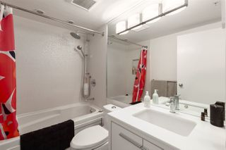"""Photo 14: GR-3J 1077 MARINASIDE Crescent in Vancouver: Yaletown Condo for sale in """"Marinaside Resort"""" (Vancouver West)  : MLS®# R2420245"""
