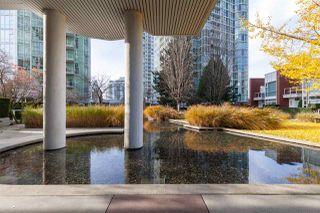 """Photo 2: GR-3J 1077 MARINASIDE Crescent in Vancouver: Yaletown Condo for sale in """"Marinaside Resort"""" (Vancouver West)  : MLS®# R2420245"""