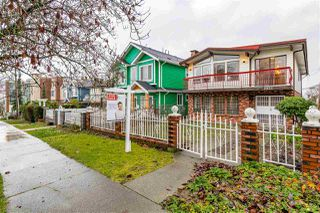 Photo 2: 2935 E 3RD Avenue in Vancouver: Renfrew VE House for sale (Vancouver East)  : MLS®# R2523751