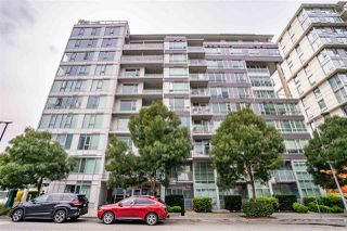 "Main Photo: 1006 1887 CROWE Street in Vancouver: False Creek Condo for sale in ""Pinnacle Living False Creek"" (Vancouver West)  : MLS®# R2405088"