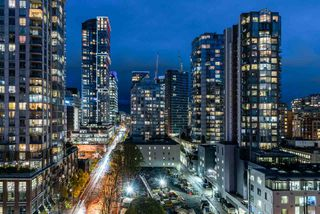 """Main Photo: 1401 928 RICHARDS Street in Vancouver: Yaletown Condo for sale in """"THE SAVOY"""" (Vancouver West)  : MLS®# R2530424"""