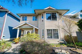 """Photo 3: 823 WILLIAM Street in New Westminster: The Heights NW House for sale in """"Massey Heights"""" : MLS®# R2449287"""